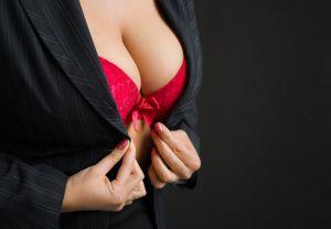 La reconstruction mammaire par implant
